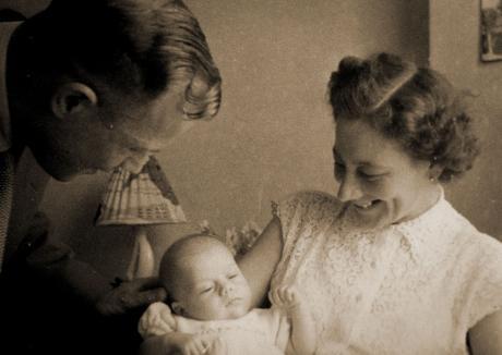 Vader en moeder Beentjes met zoon Piet (1959)